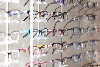 Online Optiker: Die unglaubliche Vielfalt von Brillen Bild oben unsplash.com - Scott van Daalen