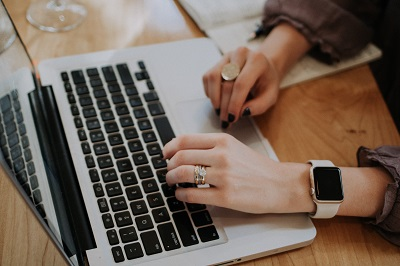 Online Casino, Stromanbieter und Shops: Boni werden immer beliebter Anleitung Bild unten unsplash.com, Christin Hume
