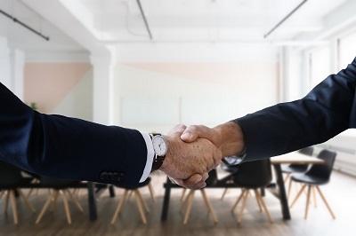 Wie man durch Headhunter auch im umkämpften Energiebereich Führungskräfte findet Erfahrung Bild mittig pixabay.com, Tumisu
