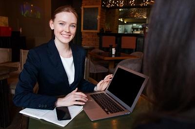 Job in der Kundenberatung: Das müssen Sie mitbringen Bild oben pixabay.com, nastya_gepp