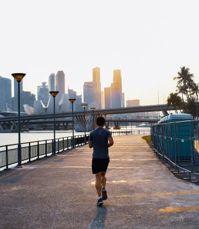 Abnehmen durch Sport und gesunde Ernährung Bild oben