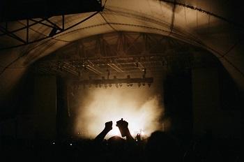 U2 rocken mal wieder die Städte! Erfahrung Bild mittig unsplash.com, Daniel Ebersole