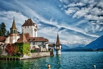 """Stadt Magazin Bild oben piqs.de, nikon4ever, """"Schloss Oberhofen mod."""" (CC BY 2.0 DE)"""