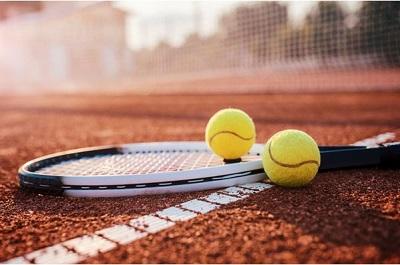 Wie wäre es 2018 einmal mit Tennis? Must Haves für den Court Bild oben © bobex73 – Fotolia.com (#166257070)