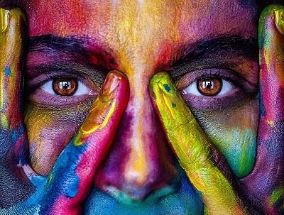 Kontaktlinsen als praktischer Brillenersatz Bild oben
