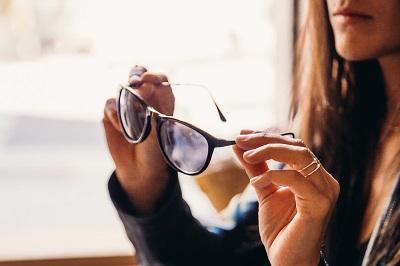 Kontaktlinsen als praktischer Brillenersatz Ratgeber Bild mittig-oben
