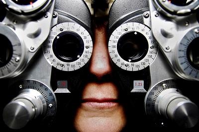 Kontaktlinsen als praktischer Brillenersatz Anleitung Bild unten