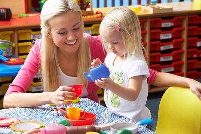 Wie finde ich den idealen Babysitter? Bild oben