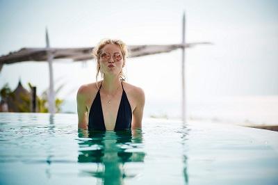 Bye, bye, Bikini: Der Badeanzug ist zurück! Bild oben